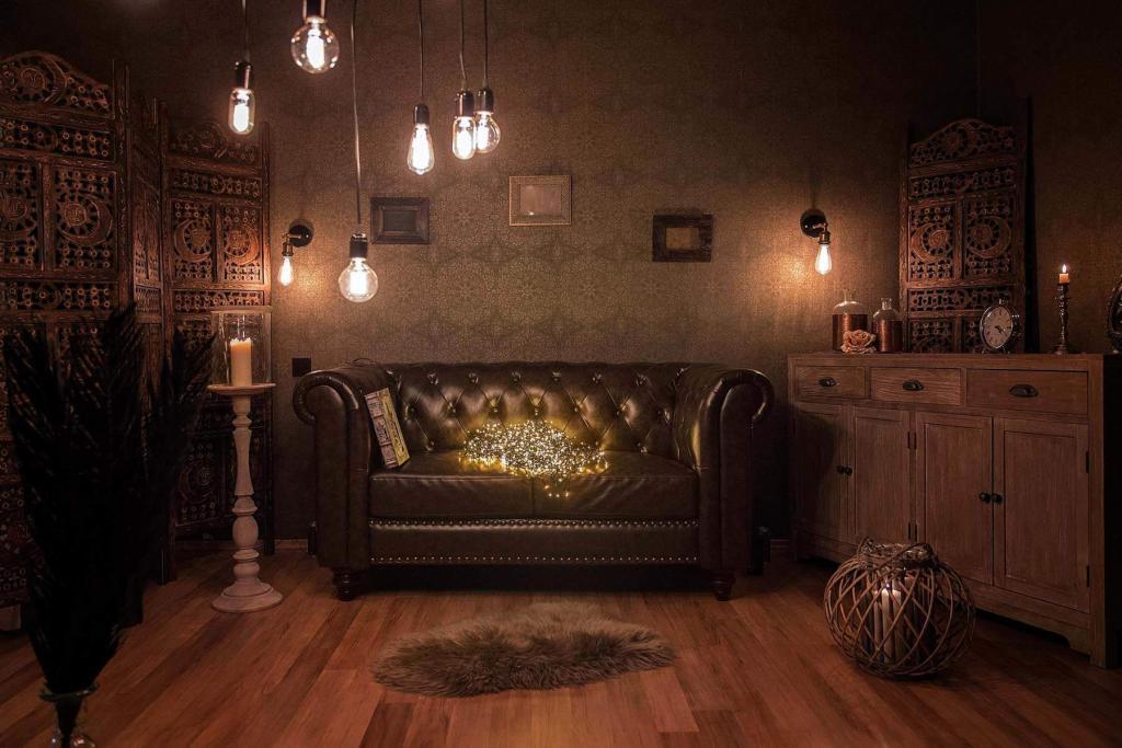 Whitewood Studio Retro Corner